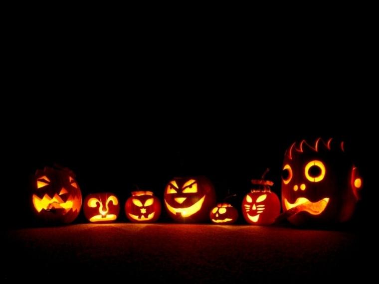 calabazas de halloween amontonadas