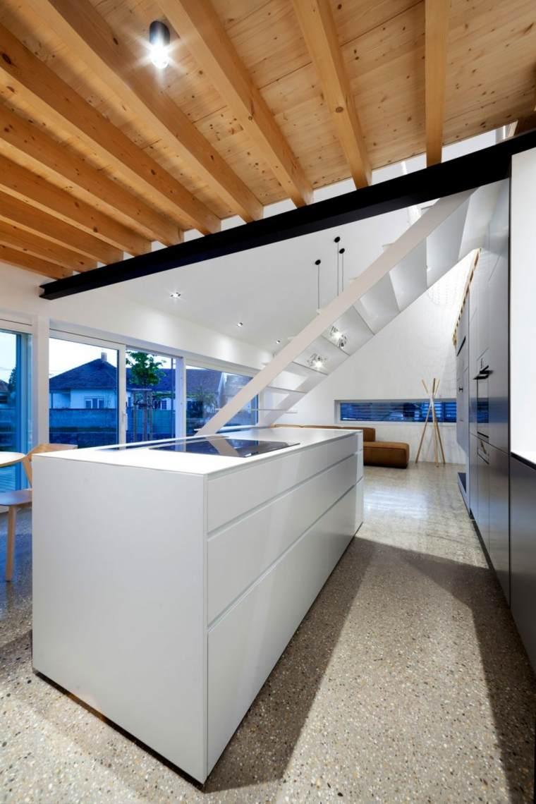 casa practica laterales madera suelos