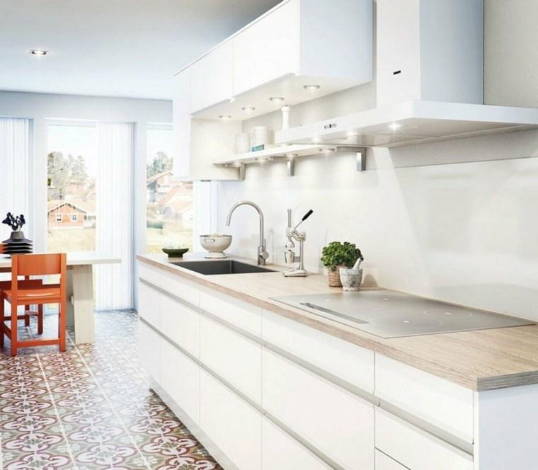 cocina blanca encimera madera laminada