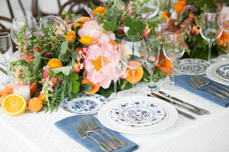 cómo poner la mesa decorar flores