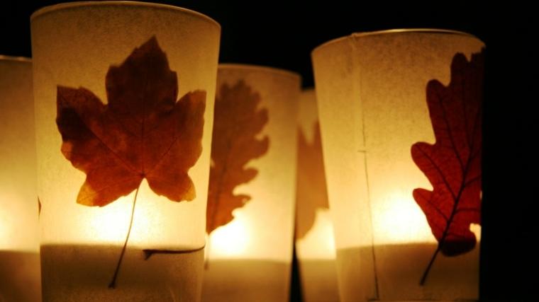 decoración con hojas secas recipientes