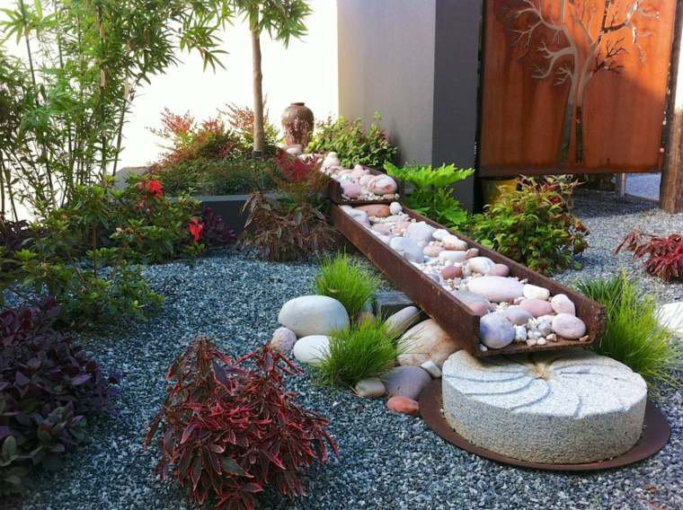 Decoraci n de jard n con mucho arte for Decorar un jardin pequeno con piedras