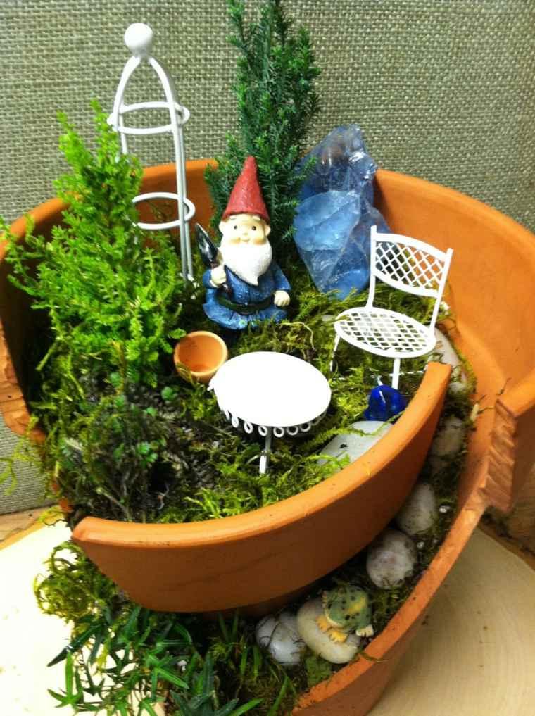 decoración de jardín maceta rota