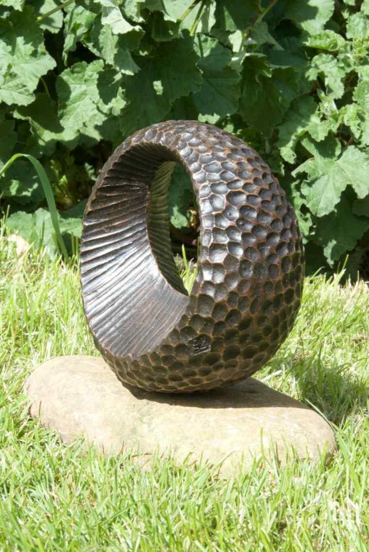 decoración de jardines pequeños esculturas