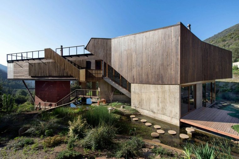 estanque rodea casa disenada GITC arquitectura ideas