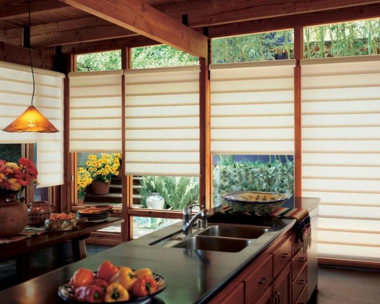 Fotos de cocinas con gabinetes negros y detalles en madera - Cocinas con encimeras de madera ...