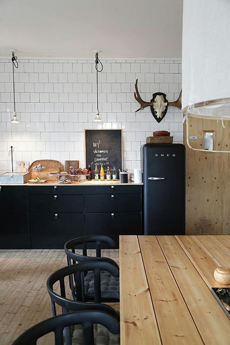fotos de cocinas gabinetes negro madera mesa sillas madera ideas