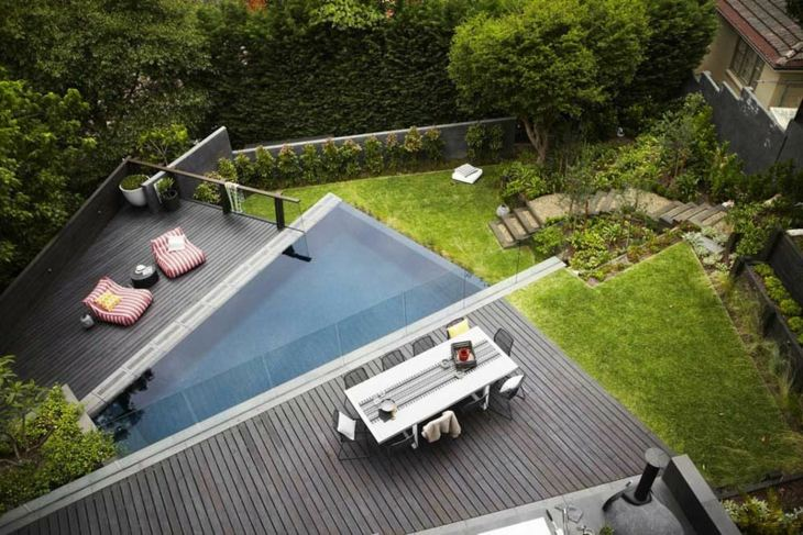 fotos de piscinas rocas terraza salas