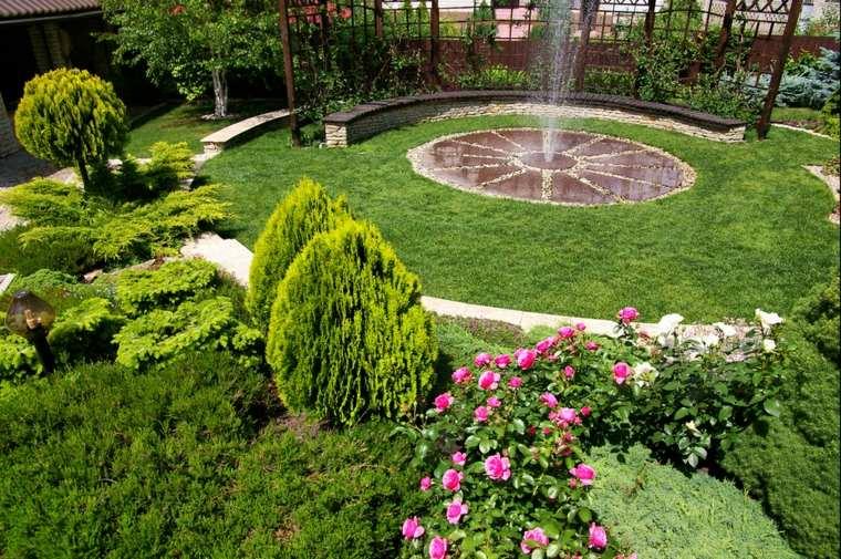 fuente centro patio plantas paredes