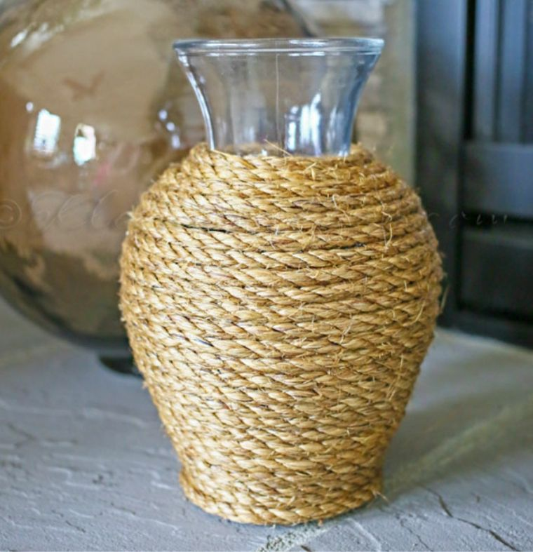 fuente jarrón decorado cuerdas