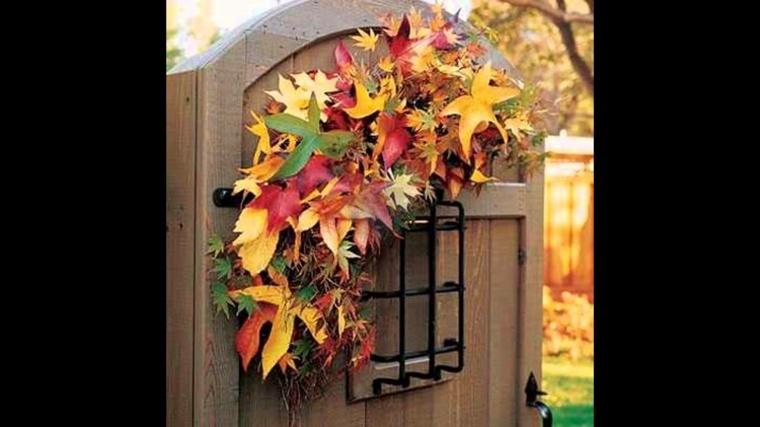 hojas de otoño puerta