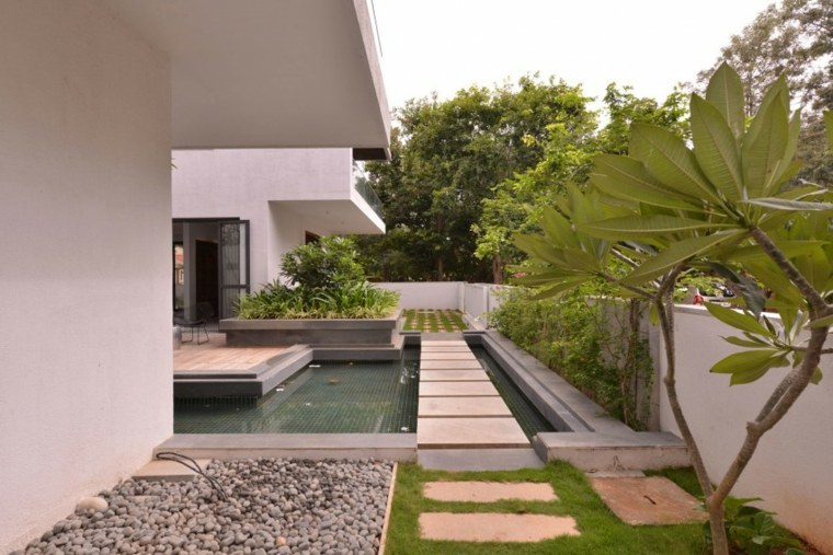 jardin moderno residencia India Abin Design Studio ideas