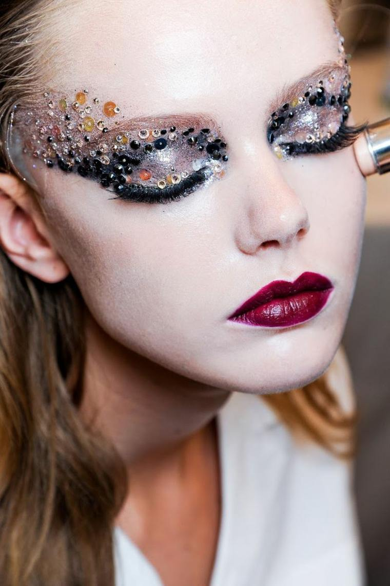 maquillajes Halloween opciones mujeres brillo cuentas ideas