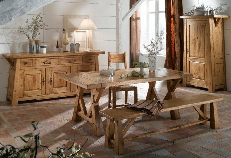 mesas de madera que se combinan a la perfeccn con los demas muebles del comedor rstico