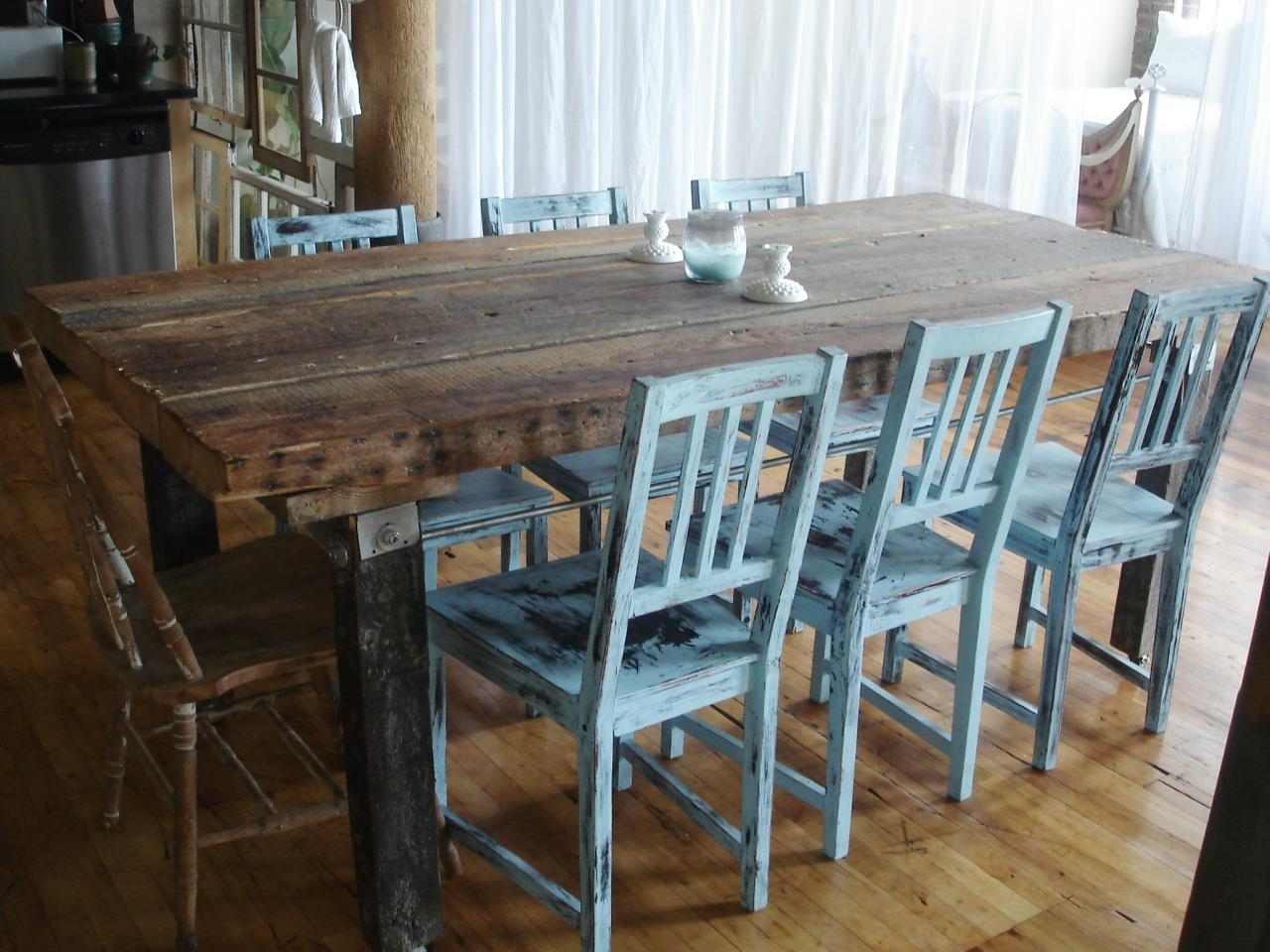 mesas madera acento rustico comedor sillas azules deas