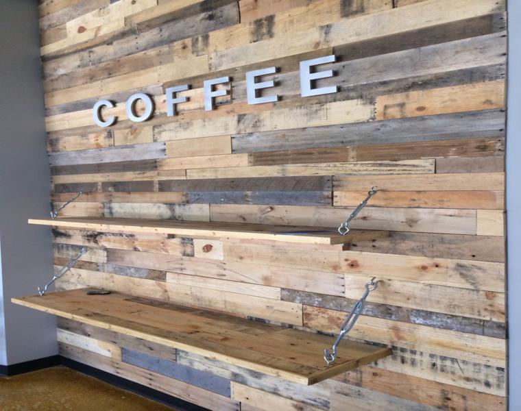 Revestimiento paredes con palets un proyecto que te - Palet de madera decoracion ...