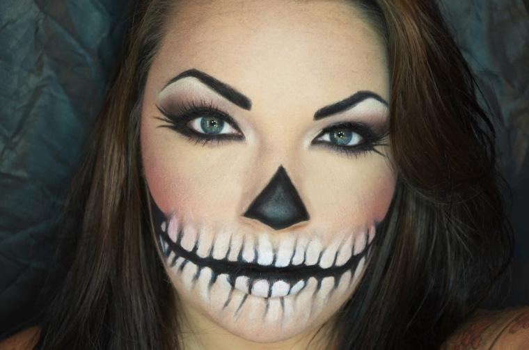 Chica Con Maquillaje Para Halloween Con Un Cierre Y La Mitad Del - Cara-pintada-para-halloween