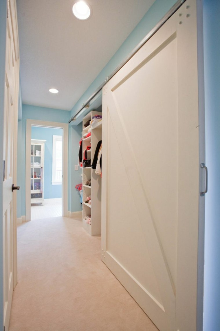 Puerta corredera de madera para el interior for Diseno puerta