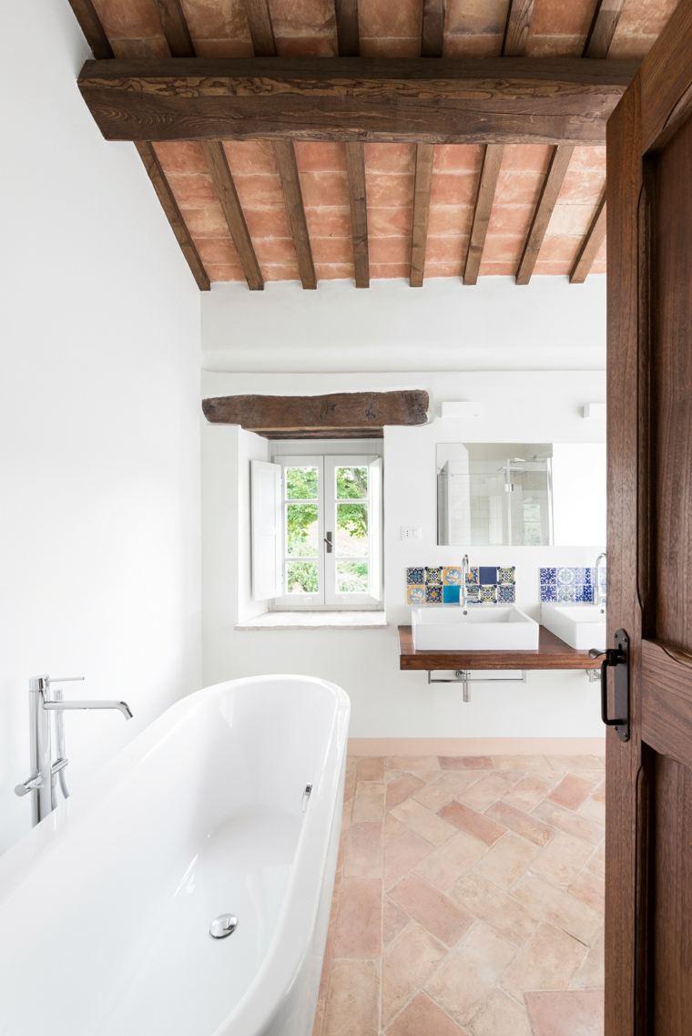 suelo radiante piedra bano adoquines banera blanca ideas