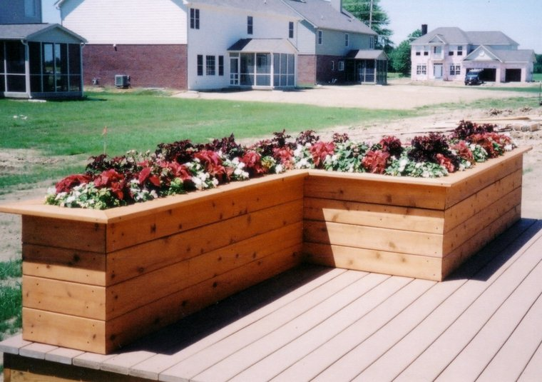 tiesto de madera jardín