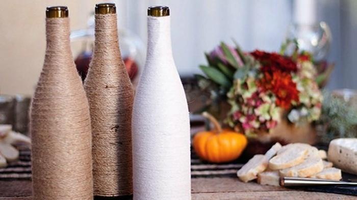 botellas de cristal envueltas cuerdas otoño