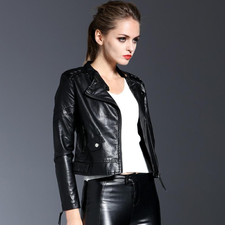 Si quieres comprar una chaqueta de cuero para mujer de buena calidad no será barato. Por eso existe otra opción para aquellas que estáis buscando chaquetas de cuero para mujer baratas. Se trata de la opción de comprar una de las chaquetas de polipiel para mujer o de cuero .