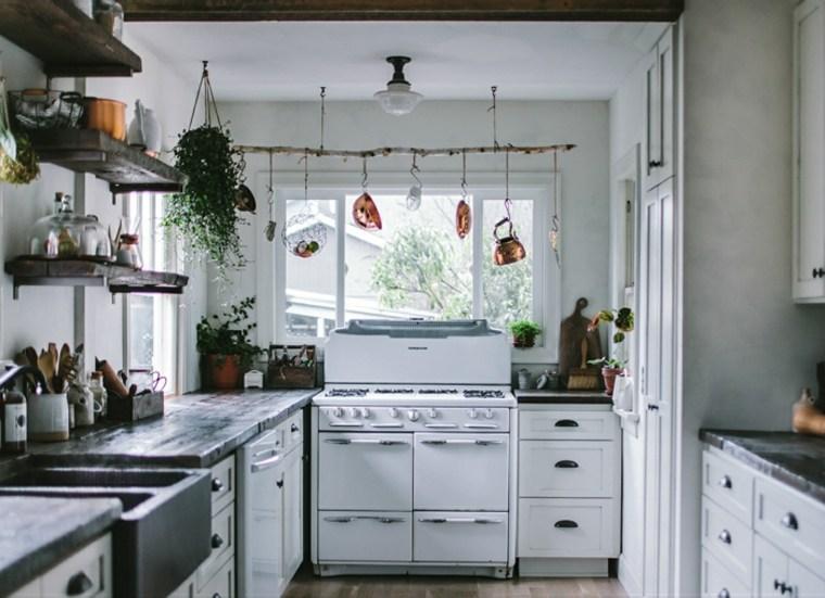 Percheros decorativos de ramas naturales 24 ideas for Perchero para cocina