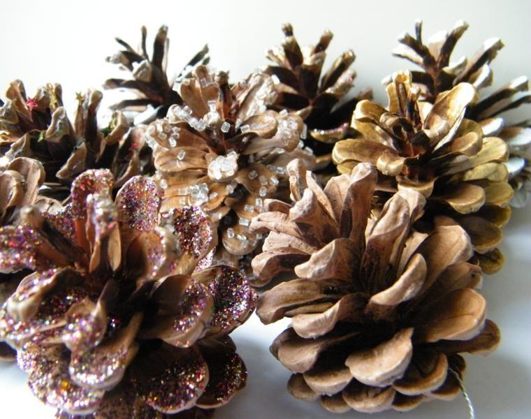 decorar pinas con purpurina