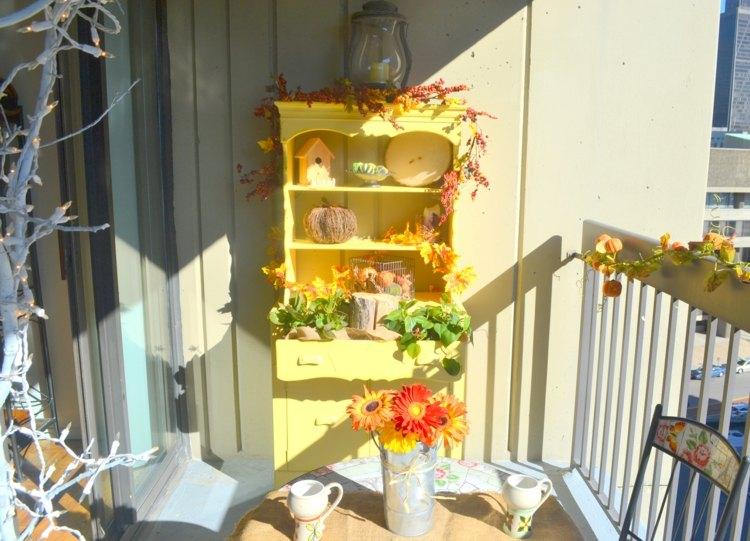decoracion facil balcon otono muebles girnaldas ideas