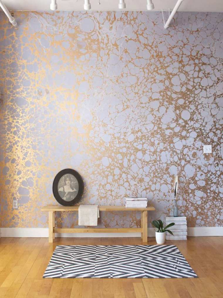 decorar paredes diseno interiores acentos oro ideas