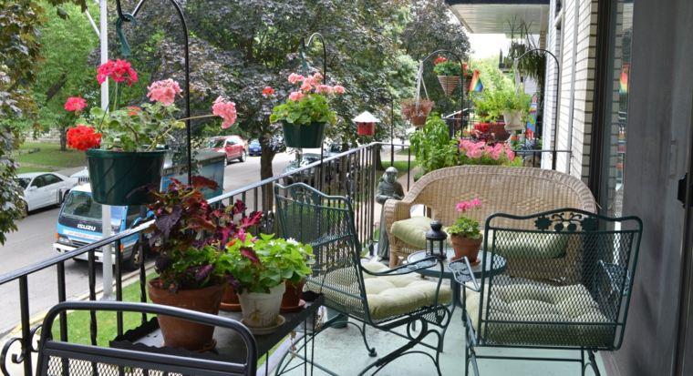 decorar terrazas grandes flores