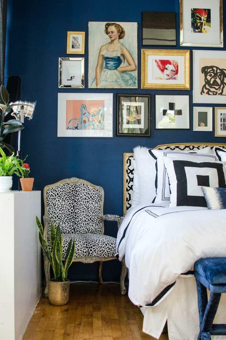 decorar un dormitorio de matrimonio pared cuadros color azul ideas