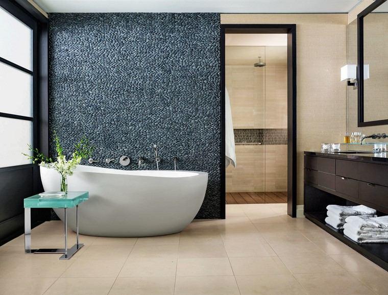 Decoraci n interiores minimalistas con paredes de piedra - Decoracion minimalista interiores ...