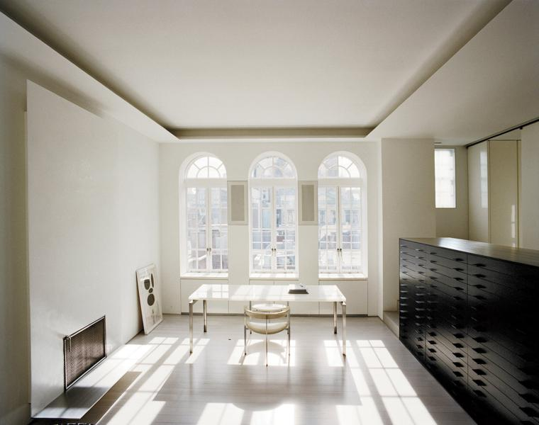 despacho oficina de estilo minimalista