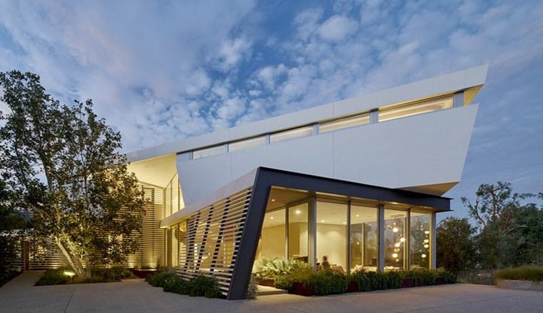 Casa moderna en los ngeles con majestuosa escalera de for Casa moderna habbo 2017