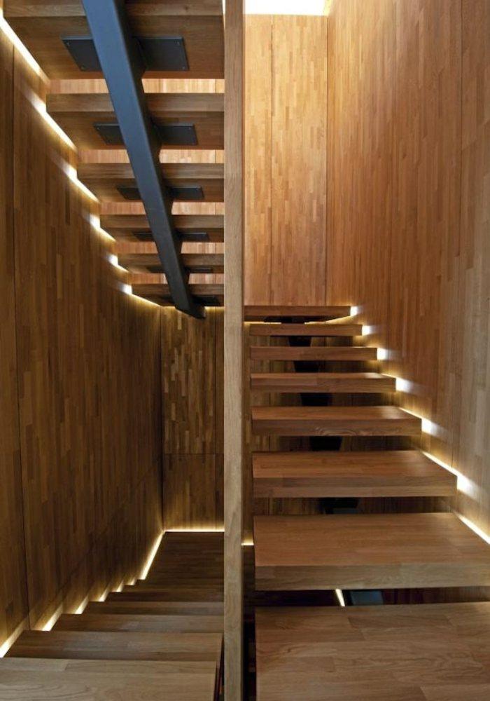escaleras de madera base metales bordes