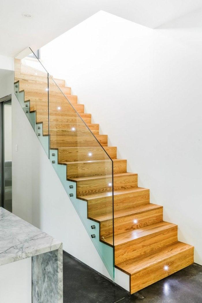 escaleras de madera cristales bordes macizas