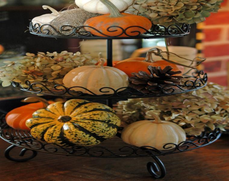 fuente mesa pinas flores calabazas