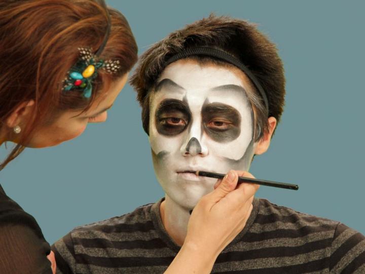 los esqueletos delineando la boca septima lapiz