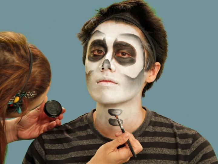 los esqueletos pintando detalles huesos sexta cuello
