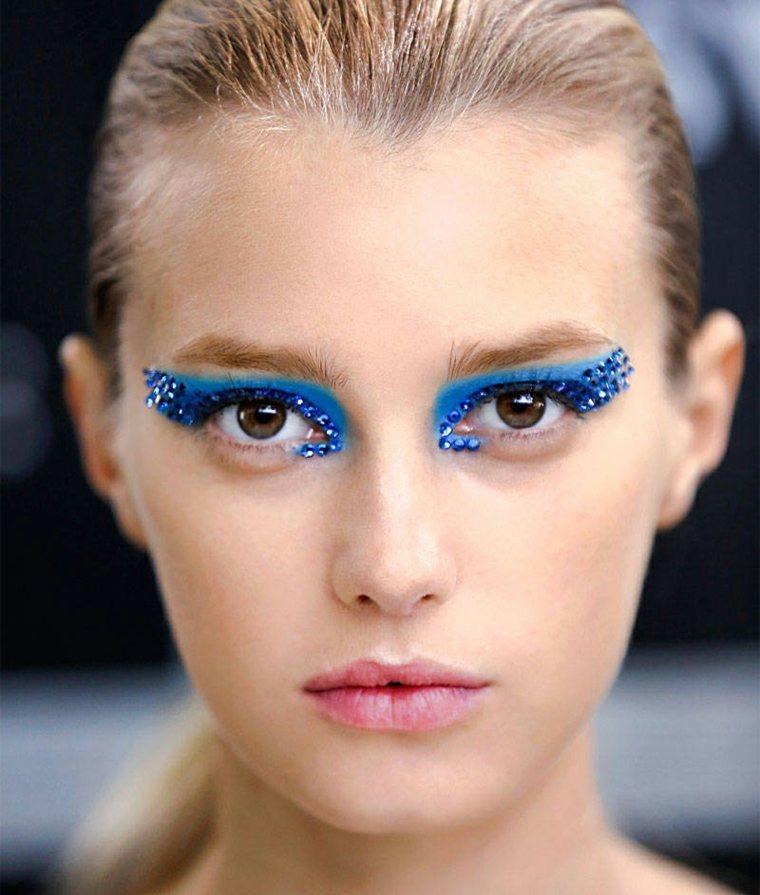 maquillarse los ojos azul
