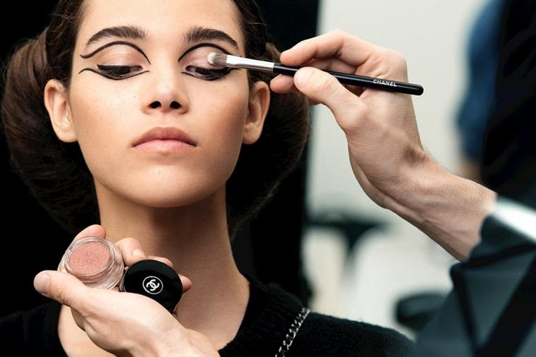 maquillarse los ojos bien