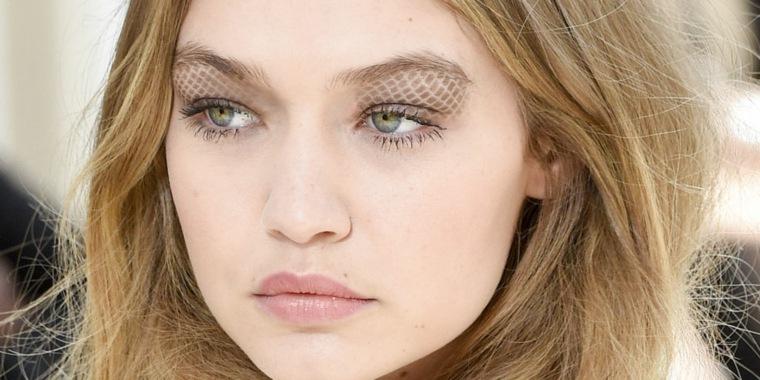 maquillarse los ojos forma original