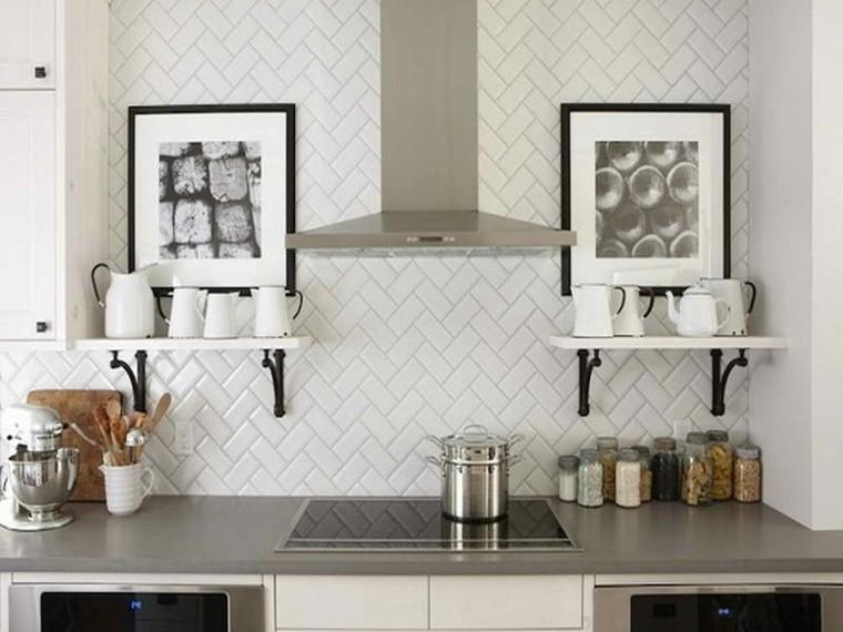 pared cocina azulejos metro blancos