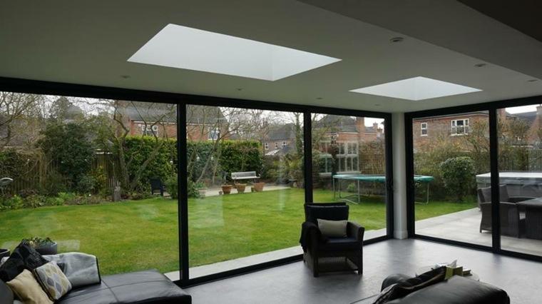 Casas de cristal para interiores luminosos for Casas con puertas de vidrio
