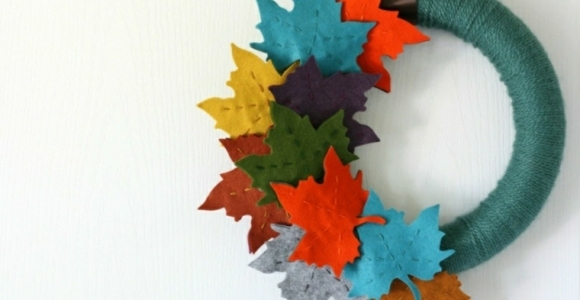 Coronas de flores y otros elementos naturales para el otoño