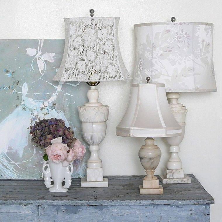 salones con estilo romantico shabby chic lampara mesa ideas