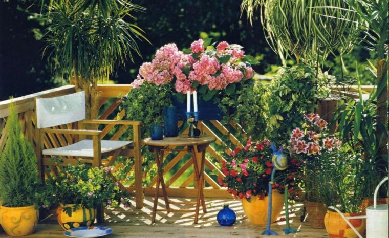 terraza con plantas flores
