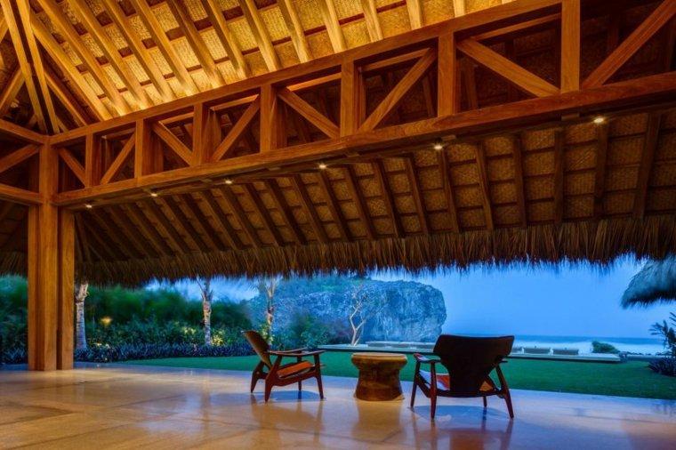 terraza porche de estilo tropical