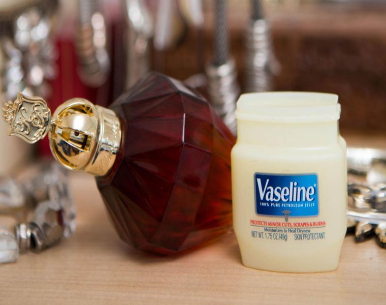 usar vaselina antes rociar perfume